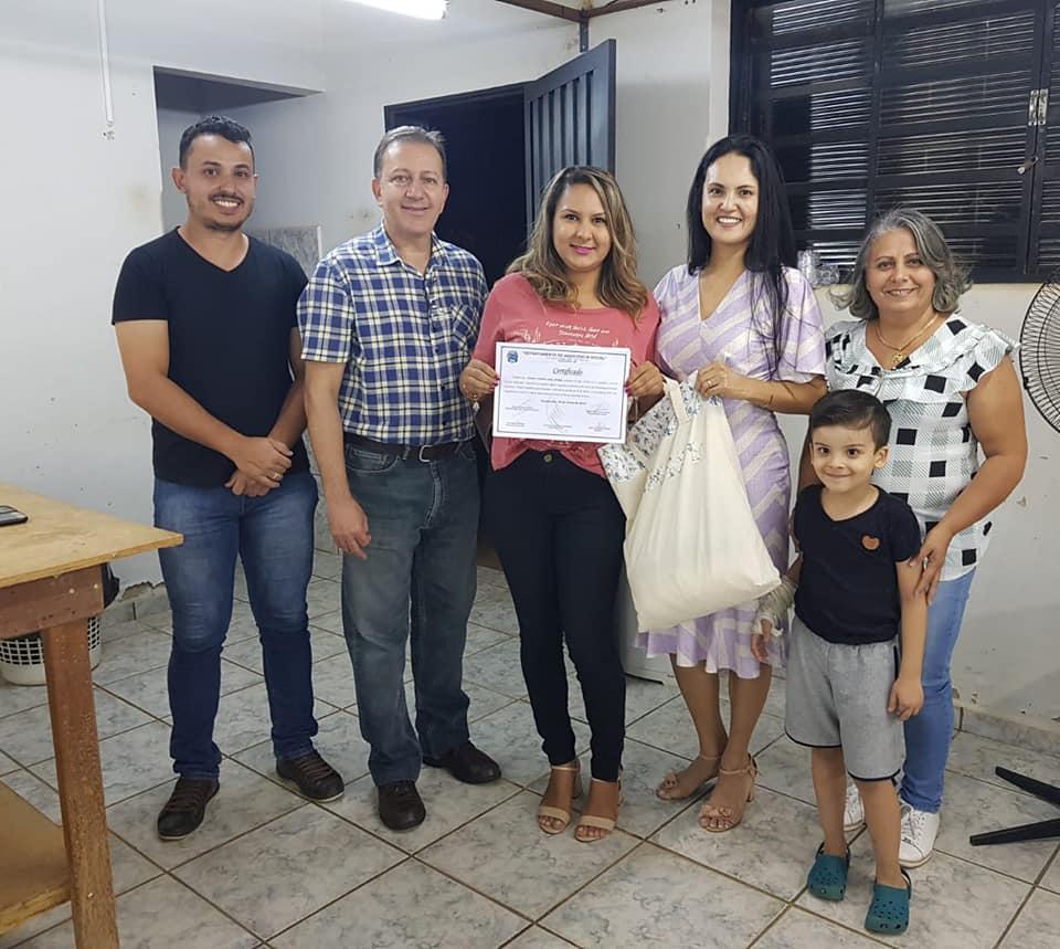 CURSO DE CONFECÇÃO DE ROUPAS E MANUSEIO DE MÁQUINAS DE COSTURA