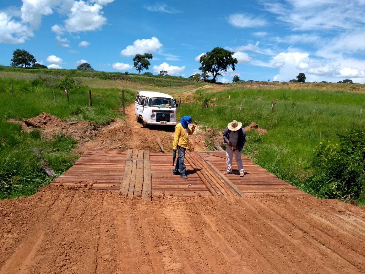 Prefeitura Municipal e o Prefeito Junior, realizaram a construção/ recuperação de duas pontes.