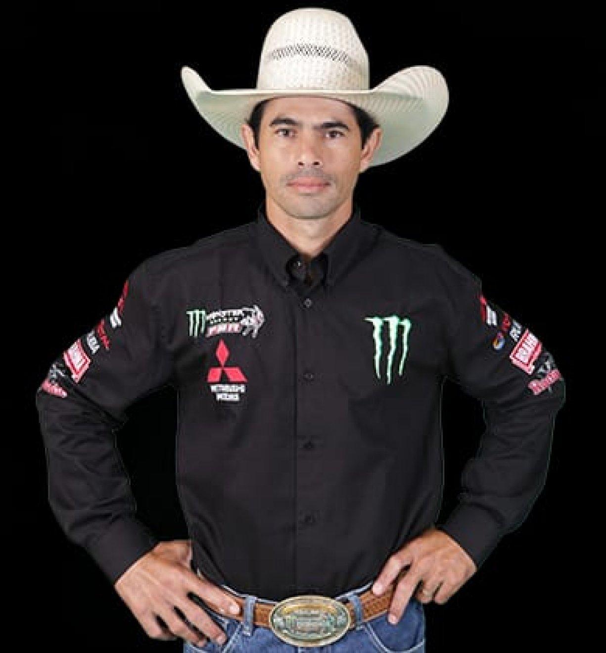 Peão de Guzolândia é campeão do Rodeio de Colorado-PR.
