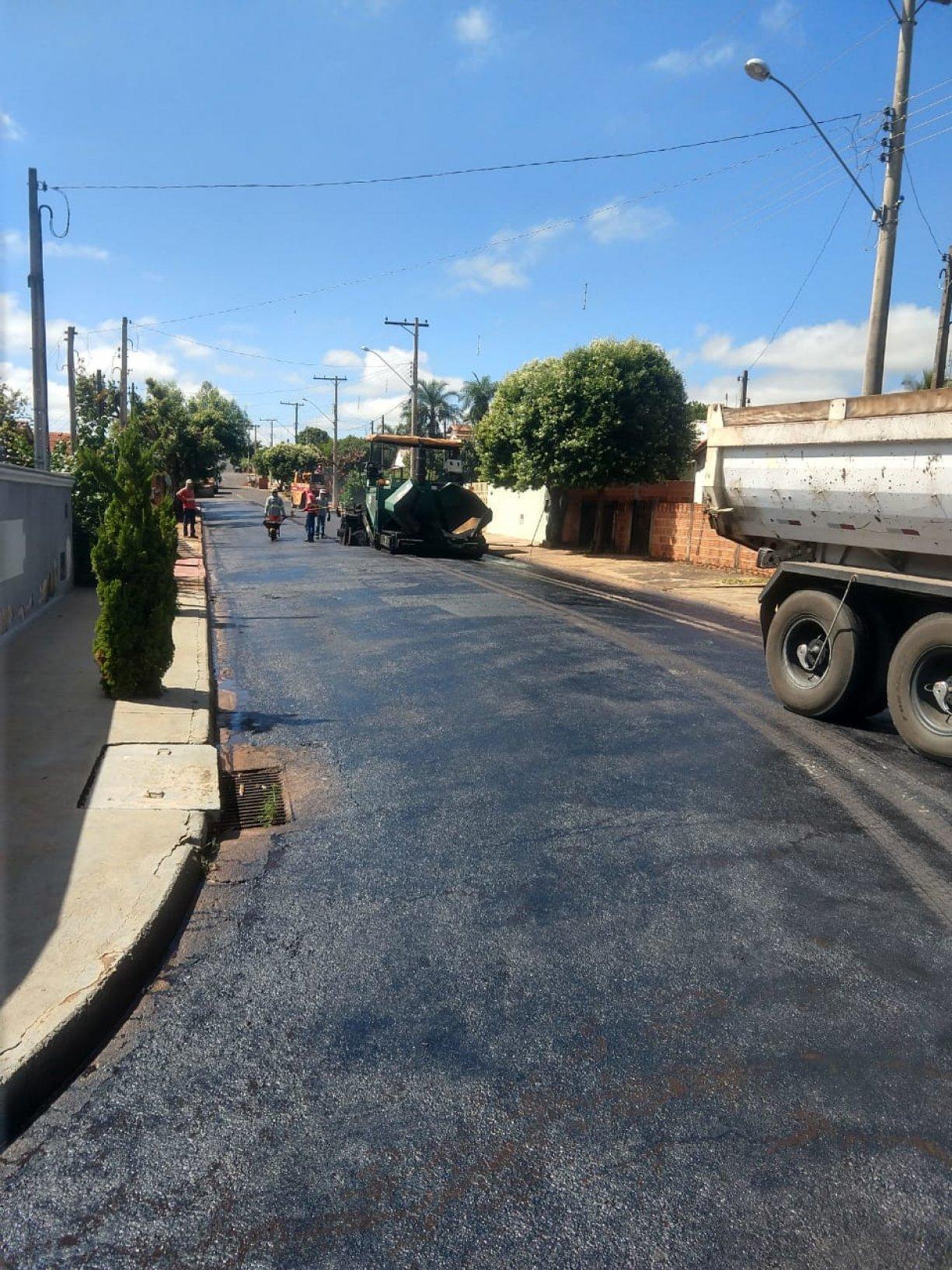 Recapeamento Asfáltico em Ruas de Guzolândia