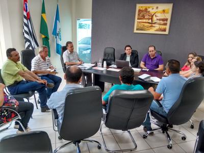 PREFEITO MOBILIZA DIRETORES E FUNCIONÁRIOS PARA ENFRENTAR A CRISE FINANCEIRA